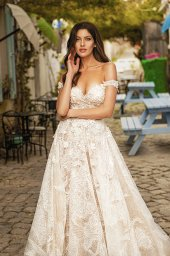 Wedding dresses Bria Silhouette  A Line  Color  Ivory-blush  Neckline  Sweetheart  Sleeves  Off the Shoulder Sleeves  Train  With train - foto 8