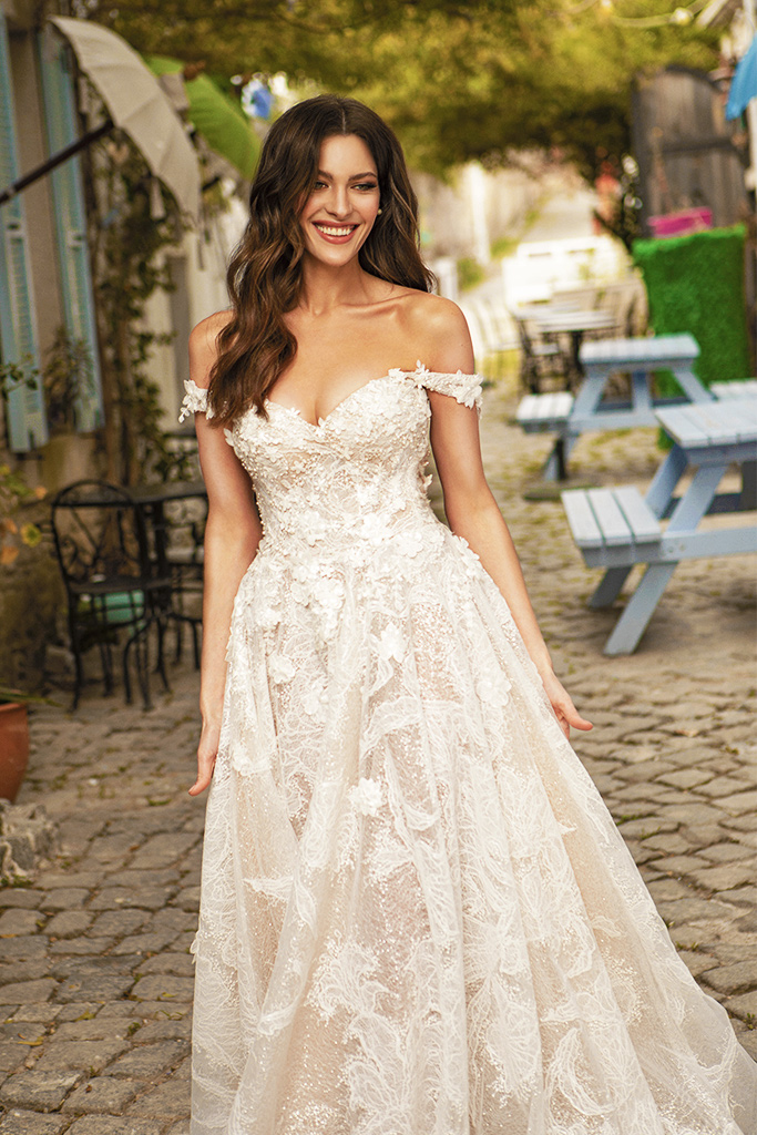 Wedding dresses Bria Silhouette  A Line  Color  Ivory-blush  Neckline  Sweetheart  Sleeves  Off the Shoulder Sleeves  Train  With train - foto 7