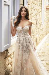 Wedding dresses Bria Silhouette  A Line  Color  Ivory-blush  Neckline  Sweetheart  Sleeves  Off the Shoulder Sleeves  Train  With train - foto 6