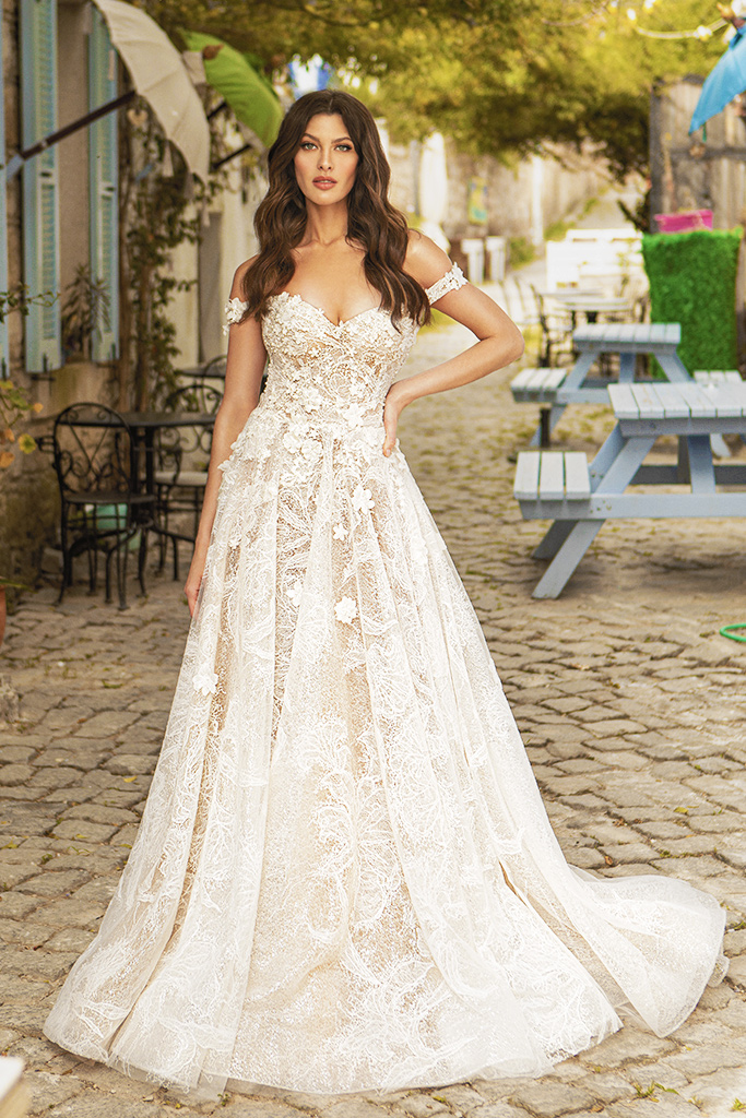 Wedding dresses Bria Silhouette  A Line  Color  Ivory-blush  Neckline  Sweetheart  Sleeves  Off the Shoulder Sleeves  Train  With train - foto 5