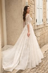 Wedding dresses Bruna Silhouette  A Line  Color  Ivory-blush  Neckline  Portrait (V-neck)  Sleeves  Long Sleeves  Train  With train - foto 2