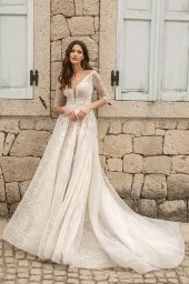 Wedding dresses Bruna Silhouette  A Line  Color  Ivory-blush  Neckline  Portrait (V-neck)  Sleeves  Long Sleeves  Train  With train - foto 6