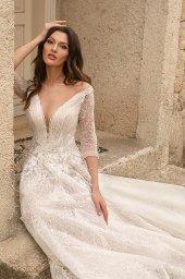 Wedding dresses Bruna Silhouette  A Line  Color  Ivory-blush  Neckline  Portrait (V-neck)  Sleeves  Long Sleeves  Train  With train - foto 5