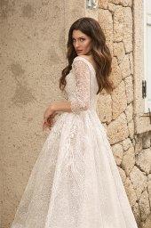 Wedding dresses Bruna Silhouette  A Line  Color  Ivory-blush  Neckline  Portrait (V-neck)  Sleeves  Long Sleeves  Train  With train - foto 4