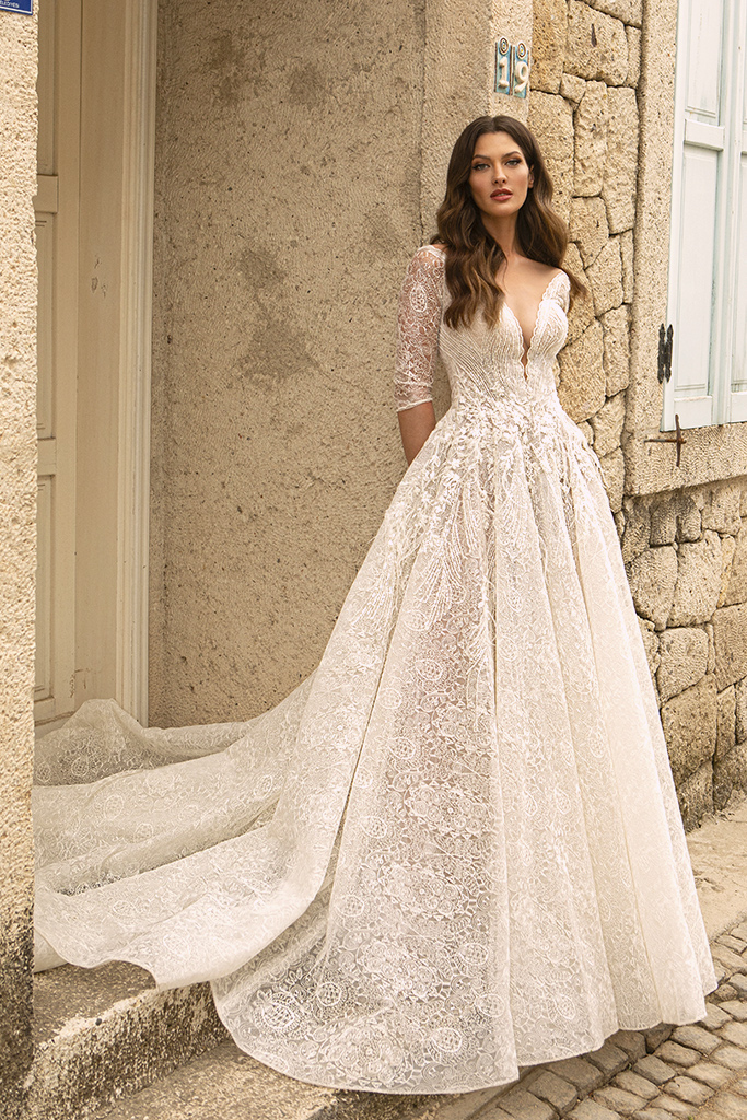 Wedding dresses Bruna Silhouette  A Line  Color  Ivory-blush  Neckline  Portrait (V-neck)  Sleeves  Long Sleeves  Train  With train - foto 3