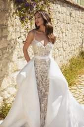 Wedding dresses Carmen Silhouette  Fitted  Color  Ivory-blush  Neckline  Sweetheart  Sleeves  Spaghetti Straps  Train  Detachable train  With train - foto 4