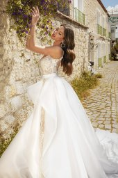 Wedding dresses Carmen Silhouette  Fitted  Color  Ivory-blush  Neckline  Sweetheart  Sleeves  Spaghetti Straps  Train  Detachable train  With train - foto 2