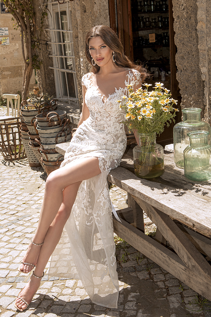 Wedding dresses Eleonora Silhouette  Fitted  Color  Ivory  Neckline  Sweetheart  Sleeves  T-Shirt  Train  With train - foto 4