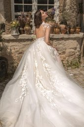 Wedding dresses Eleonora Silhouette  Fitted  Color  Ivory  Neckline  Sweetheart  Sleeves  T-Shirt  Train  With train - foto 3