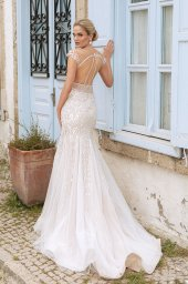 Wedding dresses Elisa Silhouette  Fitted  Color  Ivory-blush  Neckline  Sweetheart  Sleeves  T-Shirt  Train  With train - foto 3