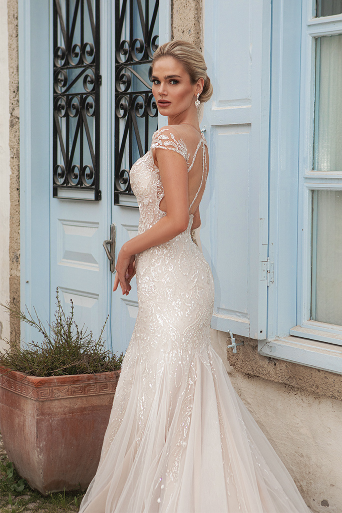 Wedding dresses Elisa Silhouette  Fitted  Color  Ivory-blush  Neckline  Sweetheart  Sleeves  T-Shirt  Train  With train - foto 4