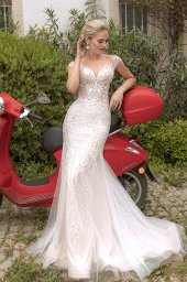 Wedding dresses Elisa Silhouette  Fitted  Color  Ivory-blush  Neckline  Sweetheart  Sleeves  T-Shirt  Train  With train - foto 5