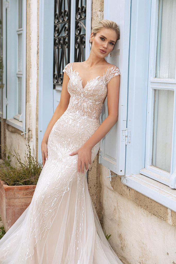 Wedding dresses Elisa Silhouette  Fitted  Color  Ivory-blush  Neckline  Sweetheart  Sleeves  T-Shirt  Train  With train - foto 2