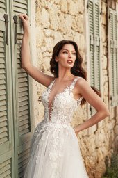 Wedding dresses Emilia Silhouette  A Line  Color  Ivory-blush  Neckline  Scoop  Sleeves  Strapless  Train  With train - foto 3