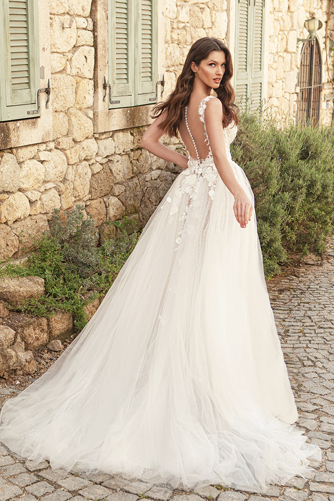 Wedding dresses Emilia Silhouette  A Line  Color  Ivory-blush  Neckline  Scoop  Sleeves  Strapless  Train  With train - foto 5