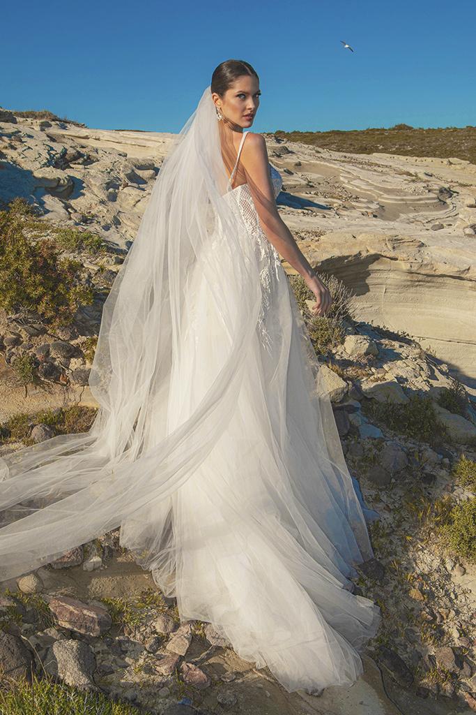 Wedding dresses Franceska Silhouette  A Line  Color  Ivory  Neckline  Sweetheart  Sleeves  Spaghetti Straps  Train  With train - foto 7