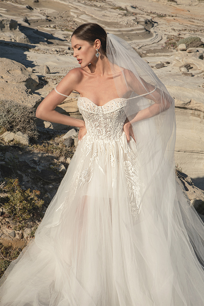 Wedding dresses Franceska Silhouette  A Line  Color  Ivory  Neckline  Sweetheart  Sleeves  Spaghetti Straps  Train  With train - foto 2