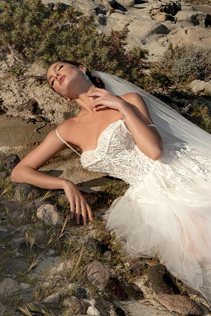 Wedding dresses Franceska Silhouette  A Line  Color  Ivory  Neckline  Sweetheart  Sleeves  Spaghetti Straps  Train  With train - foto 6