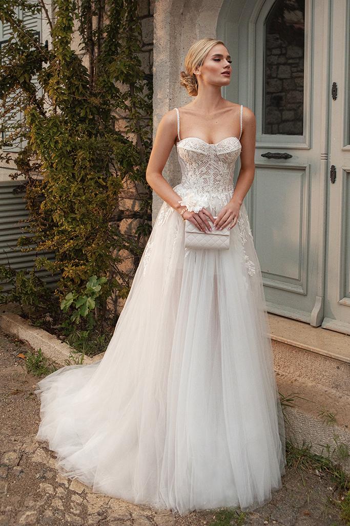 Wedding dresses Franceska Silhouette  A Line  Color  Ivory  Neckline  Sweetheart  Sleeves  Spaghetti Straps  Train  With train - foto 8