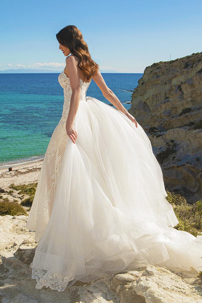 Wedding dresses Iman Silhouette  Fitted  Color  Ivory  Neckline  Straps  Train  Detachable train - foto 4