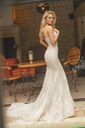 Wedding dresses Iman Silhouette  Fitted  Color  Ivory  Neckline  Straps  Train  Detachable train - foto 7