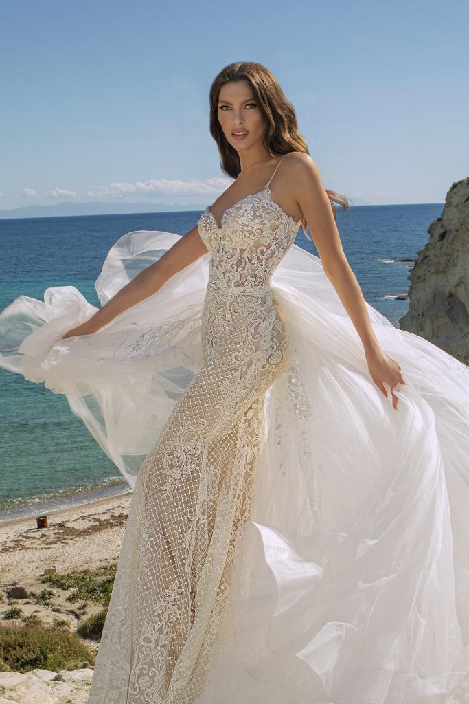Wedding dresses Iman Silhouette  Fitted  Color  Ivory  Neckline  Straps  Train  Detachable train - foto 2