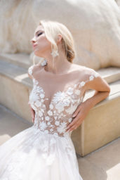 Wedding dresses Camea Collection  Iconic Look  Silhouette  Ball Gown  Color  Ivory  Neckline  Sweetheart  Illusion  Sleeves  Wide straps  Train  With train - foto 4
