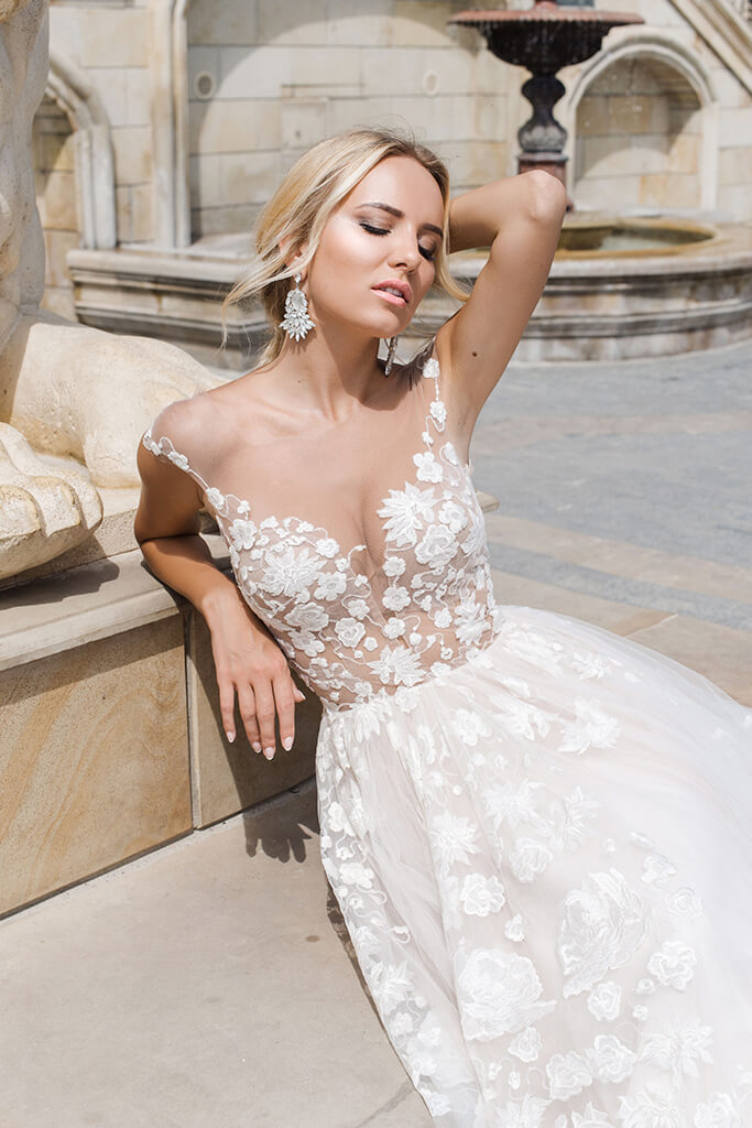 Wedding dresses Camea Collection  Iconic Look  Silhouette  Ball Gown  Color  Ivory  Neckline  Sweetheart  Illusion  Sleeves  Wide straps  Train  With train - foto 5