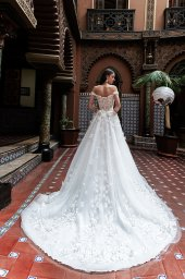 Wedding dress Delice Silhouette  A Line  Color  Ivory  Neckline  Sweetheart  Sleeves  Off the Shoulder Sleeves  Train  With train - foto 3