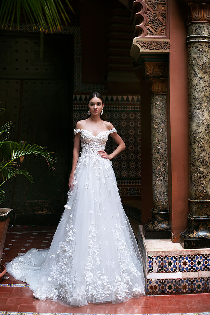 Wedding dress Delice Silhouette  A Line  Color  Ivory  Neckline  Sweetheart  Sleeves  Off the Shoulder Sleeves  Train  With train - foto 6