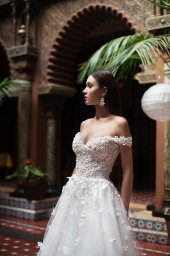 Wedding dress Delice Silhouette  A Line  Color  Ivory  Neckline  Sweetheart  Sleeves  Off the Shoulder Sleeves  Train  With train - foto 5