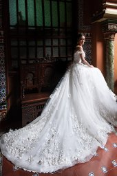 Wedding dress Delice Silhouette  A Line  Color  Ivory  Neckline  Sweetheart  Sleeves  Off the Shoulder Sleeves  Train  With train - foto 4