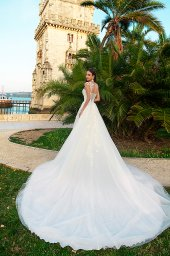 Wedding dress Jenny  Silhouette  A Line  Color  Ivory  Neckline  Sweetheart  Sleeves  Sleeveless  Train  With train - foto 2
