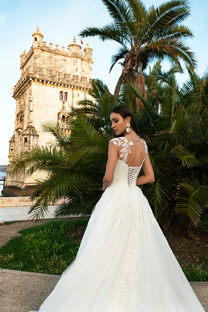 Wedding dress Jenny  Silhouette  A Line  Color  Ivory  Neckline  Sweetheart  Sleeves  Sleeveless  Train  With train - foto 4
