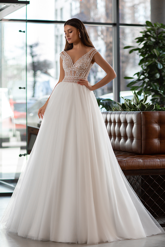 Wedding dress Joanna Silhouette  A Line  Color  Ivory  Neckline  Portrait (V-neck)  Sleeves  Sleeveless  Train  With train - foto 4