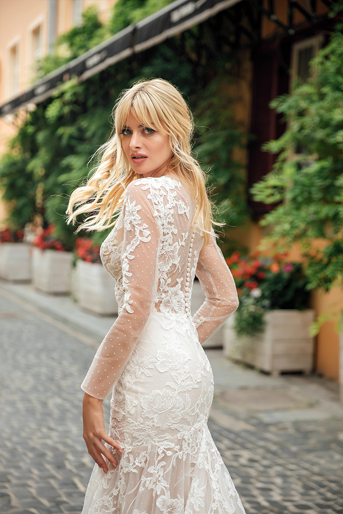 Wedding dress Joel Silhouette  Fitted  Color  Ivory  Neckline  Sweetheart  Sleeves  Long Sleeves  Train  With train - foto 6