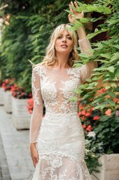 Wedding dress Joel Silhouette  Fitted  Color  Ivory  Neckline  Sweetheart  Sleeves  Long Sleeves  Train  With train - foto 4