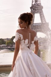 Wedding dress June Silhouette  Ball Gown  Color  Ivory  Neckline  Sweetheart  Sleeves  Off the Shoulder Sleeves  Train  With train - foto 2