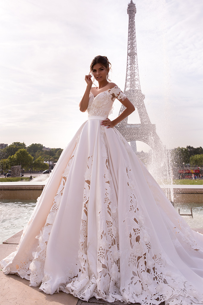 Wedding dress June Silhouette  Ball Gown  Color  Ivory  Neckline  Sweetheart  Sleeves  Off the Shoulder Sleeves  Train  With train - foto 6