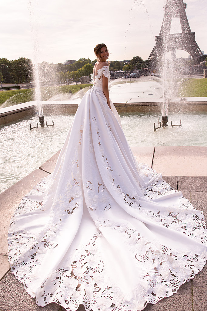Wedding dress June Silhouette  Ball Gown  Color  Ivory  Neckline  Sweetheart  Sleeves  Off the Shoulder Sleeves  Train  With train - foto 5
