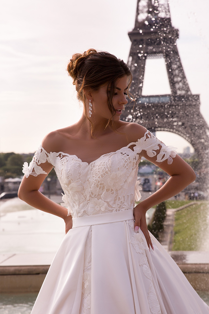 Wedding dress June Silhouette  Ball Gown  Color  Ivory  Neckline  Sweetheart  Sleeves  Off the Shoulder Sleeves  Train  With train - foto 4