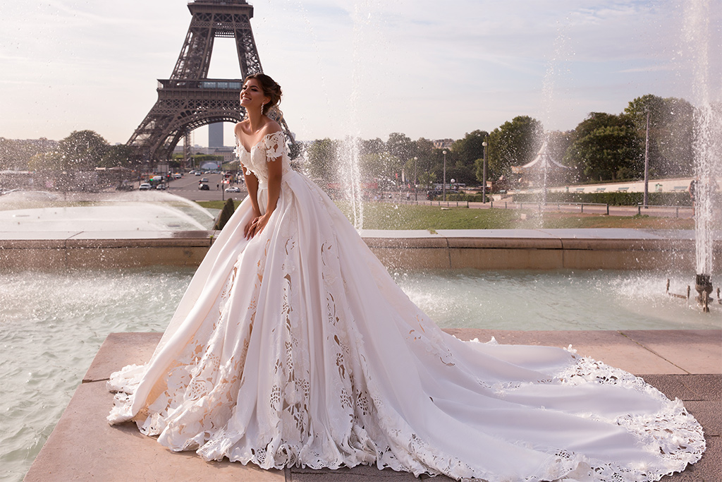 Wedding dress June Silhouette  Ball Gown  Color  Ivory  Neckline  Sweetheart  Sleeves  Off the Shoulder Sleeves  Train  With train - foto 3