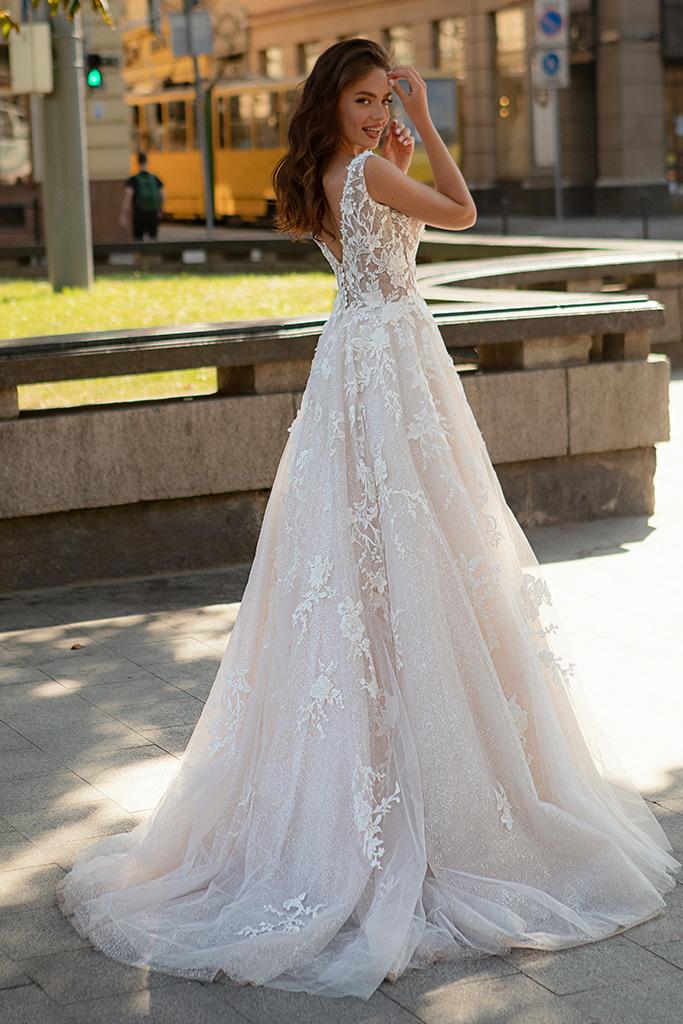 Wedding dress Dolores Silhouette  A-Silhouette  Farbe  Cappuchino   Ausschnitt  Porträt (V-Ausschnitt)  Ärmel  ärmellos  Schweif  Mit Schleppe - foto 2