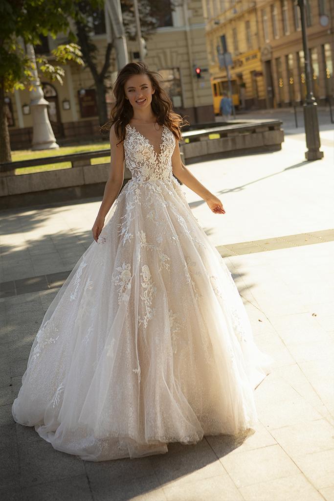 Wedding dress Dolores Silhouette  A-Silhouette  Farbe  Cappuchino   Ausschnitt  Porträt (V-Ausschnitt)  Ärmel  ärmellos  Schweif  Mit Schleppe - foto 4