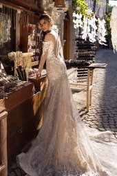 Wedding dress Dorian Silhouette  Fitted  Color  Cappuccino  Neckline  Sweetheart  Sleeves  Long Sleeves  Train  With train - foto 3