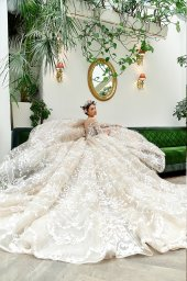 Wedding dress Elizabeth Silhouette  Ball Gown  Color  Cappuccino  Neckline  Sweetheart  Sleeves  Long Sleeves  Train  With train - foto 2