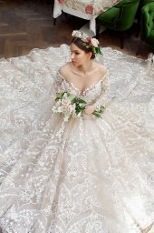 Wedding dress Elizabeth Silhouette  Ball Gown  Color  Cappuccino  Neckline  Sweetheart  Sleeves  Long Sleeves  Train  With train - foto 4
