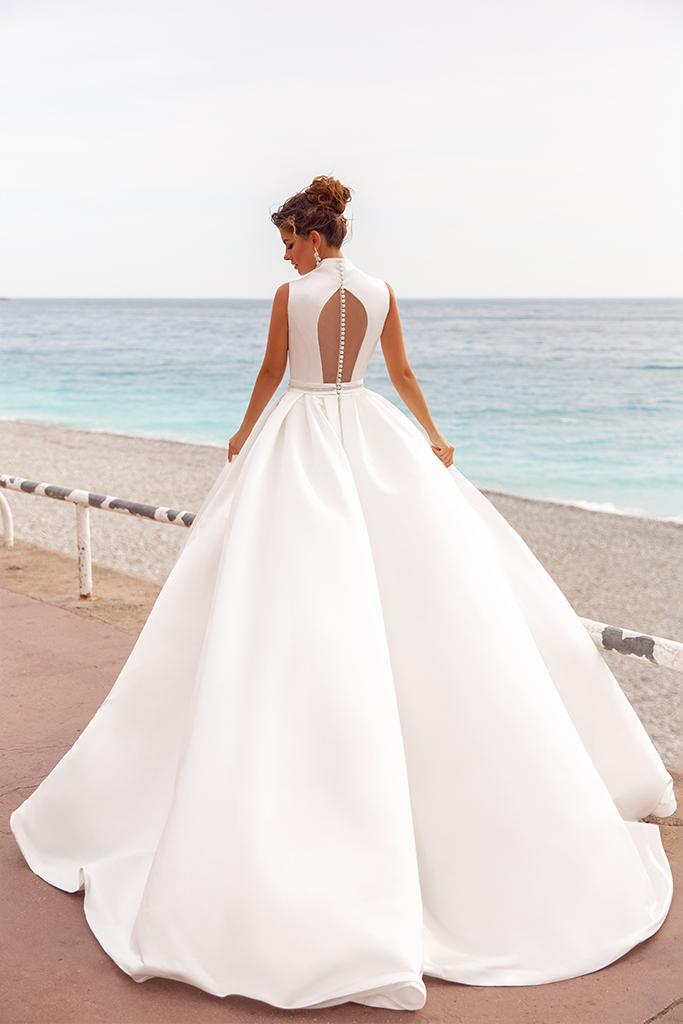 Wedding dress Kylie Silhouette  A Line  Color  Ivory  Neckline  Mandarin  Sleeves  Sleeveless  Train  With train - foto 4