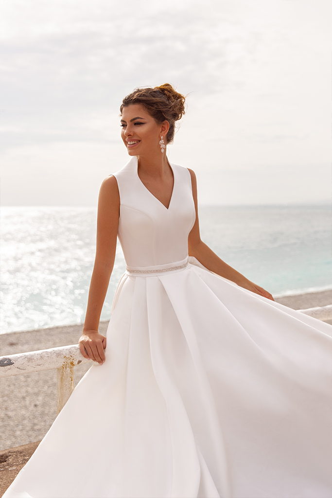 Wedding dress Kylie Silhouette  A Line  Color  Ivory  Neckline  Mandarin  Sleeves  Sleeveless  Train  With train - foto 2
