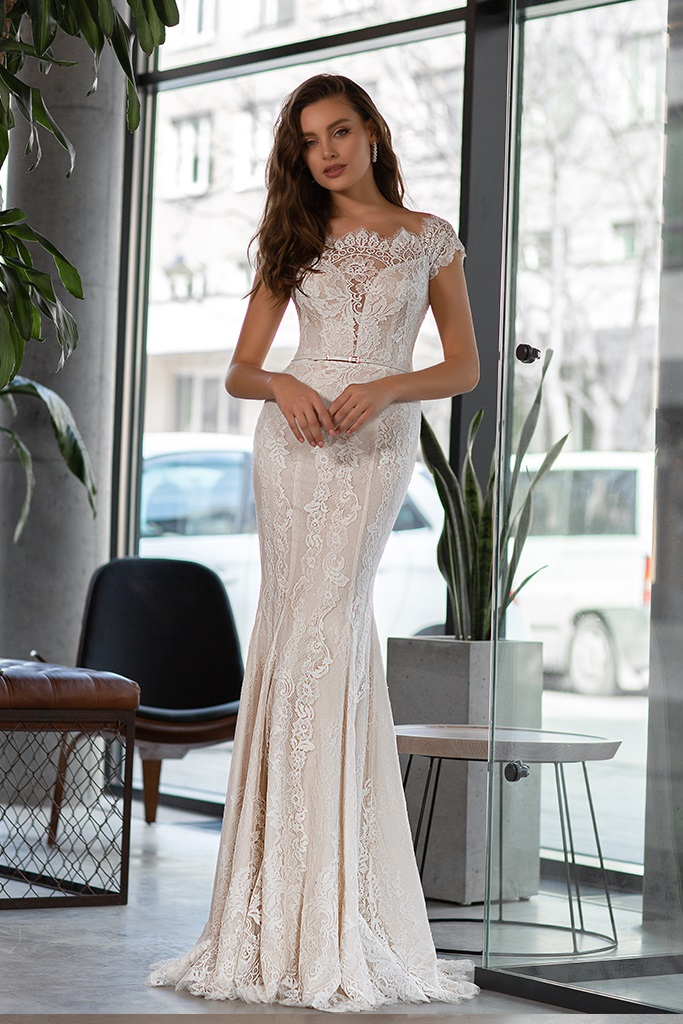 Wedding dress Laguna Silhouette  Fitted  Color  Ivory  Neckline  Bateau (Boat Neck)  Sleeves  Off the Shoulder Sleeves  Train  Detachable train - foto 2